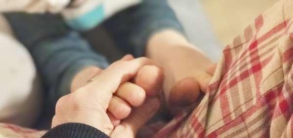 Por qué te recomiendo que toques los pies a tus hijos